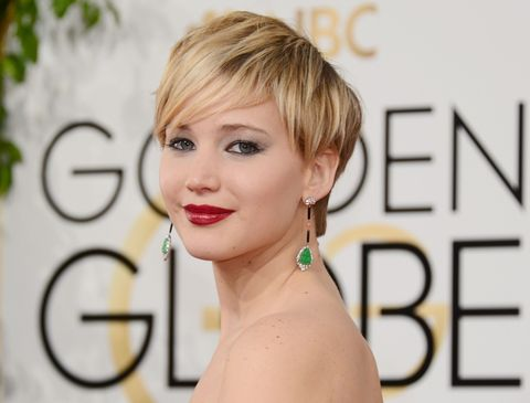 "<p><strong data-redactor-tag=""strong"" data-verified=""redactor"">Jennifer Lawrence</strong> ha conquistato tutte le copertine con il suo caschetto a più lunghezze sfoggiato mentre girava i capitoli di <em data-redactor-tag=""em"">The Hunger Games</em><span class=""redactor-invisible-space"" data-verified=""redactor"" data-redactor-tag=""span"" data-redactor-class=""redactor-invisible-space"">.</span></p>"