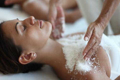 Talassoterapia: i migliori trattamenti spa con il sale