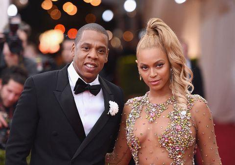"""<p>Il debutto musicale di <strong data-redactor-tag=""""strong"""" data-verified=""""redactor"""">Beyoncé</strong> li ha visti uniti <a data-tracking-id=""""recirc-text-link"""" href=""""http://www.elle.com/it/magazine/personaggi/g2354/beyonce-gravidanza-annuncio/"""">e da allora l'imbattibile coppia dell'industria musicale statunitense non ha fatto altro che rafforzare la propria collaborazione.</a> <br/></p><p>La coppia non si è mai sottratta né a interviste, né a passaggi televisivi, nemmeno durante le tournée che sono notoriamente impegnative e contano centinaia di date in un gran numero di posti.</p>"""