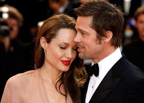 """<p><strong data-redactor-tag=""""strong"""" data-verified=""""redactor"""">Brad Pitt</strong> disse di essersi innamorato di <strong data-redactor-tag=""""strong"""" data-verified=""""redactor"""">Angelina Jolie</strong> durante le riprese di <em data-redactor-tag=""""em"""" data-verified=""""redactor"""">Mr. &amp&#x3B; Mrs. Smith</em> e a quel tempo Brad era ancora sposato con <strong data-redactor-tag=""""strong"""" data-verified=""""redactor"""">Jennifer Aniston</strong>. I <strong data-redactor-tag=""""strong"""" data-verified=""""redactor"""">Brangelina</strong> sono stati la fiaba romantica per molti, ma poi la loro storia è terminata, in maniera burrascosa all'inizio, e poi, a quanto sembra, con un po' di sereno all'orizzonte. Tra l'altro proprio <a href=""""http://www.gioia.it/magazine/personaggi/a2642/jennifer-aniston-brad-pitt-invito-cena-no-grazie/"""" data-tracking-id=""""recirc-text-link"""">Jennifer Aniston ha dato il benservito a Brad Pitt</a> quando lui le chiese di uscire insieme dopo il divorzio da Angelina Jolie.<br></p>"""