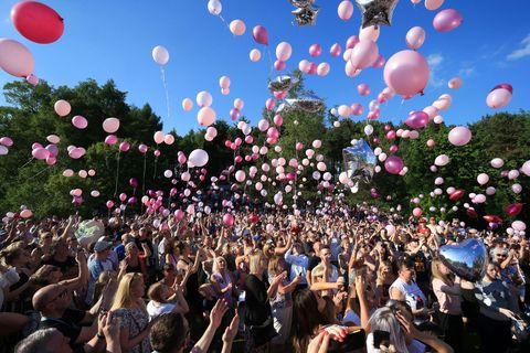 Crowd, People, Balloon, Pink, Party supply, Event, Sky, Spring, Party, Fun,