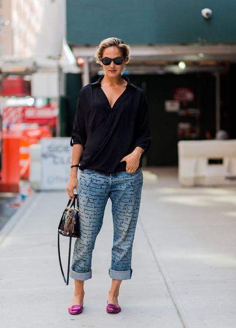 """<p>Un grande classico, intramontabile. Ci sono giorni, soprattutto in estate, in cui indossare capi confortevoli ti fa sentire immediatamente meglio. Una camicia over, jeans leggeri, magari con una stampa, e <strong data-redactor-tag=""""strong"""" data-verified=""""redactor"""">ballerine colorate</strong> sono l'ideale per tirarti su nelle giornate no.</p>"""
