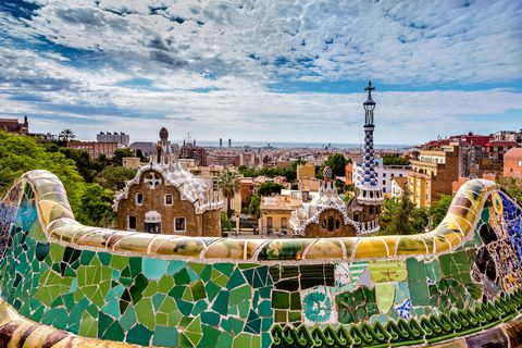 """<p><strong data-redactor-tag=""""strong"""" data-verified=""""redactor"""">Barcellona</strong>, capitale del design, è stata fonte di ispirazione per Gaudí, Salvador Dalí, Pablo Picasso come anche per molti scrittori e scrittrici. Perché, allora, non farla diventare anche la fonte della tua ispirazione?<br></p>"""