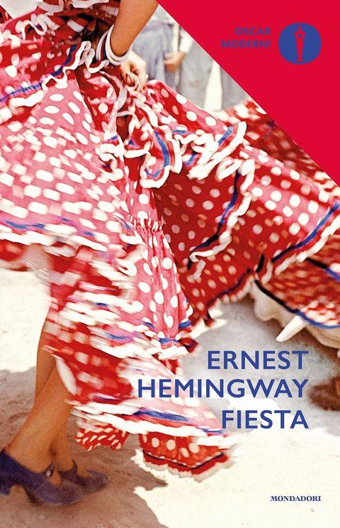 <p>Il libro che ha fatto diventare Hemingway un autore di culto. Ambientato in Spagna (si basa sui viaggi compiuti dallo scrittore con la moglie e alcuni amici in quella terra) racconta le vicende di un gruppo assai vario di giovani espatriati, con le loro inquietudini tanto esistenziali quanto sentimentali.</p>