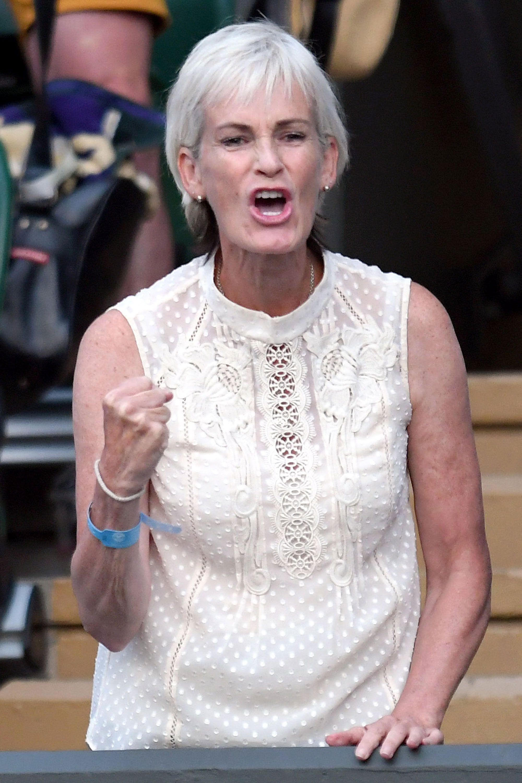 <p>Judy Murray ha optato per un abito in pizzo color crema.</p>