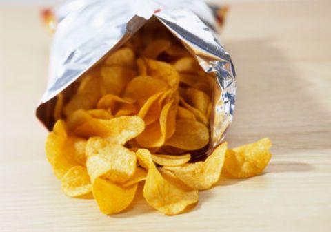 Se soffri di fame nervosa tenderai sicuramente a scegliere cibo spazzatura: se hai proprio bisogno di mangiare prova con unfrutto. In più le schifezze chiamano schifezze, più ne mangi e più ne vorresti. Un circolo vizioso che occorre fermare per non rischiare la salute.