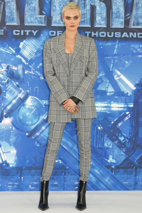 """<p><strong data-redactor-tag=""""strong"""" data-verified=""""redactor"""">Luglio 2017</strong>Al photocall di <em data-redactor-tag=""""em"""" data-verified=""""redactor"""">Valerian</em> a Londra, Cara Delevingne indossa un completo heritage Alexander Wang con i boots in pelle nera con la zip.</p>"""