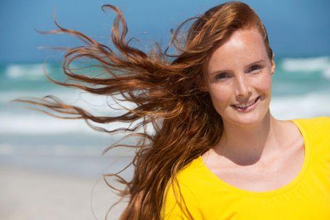 Colore capelli: 4 rimedi da dopo estate