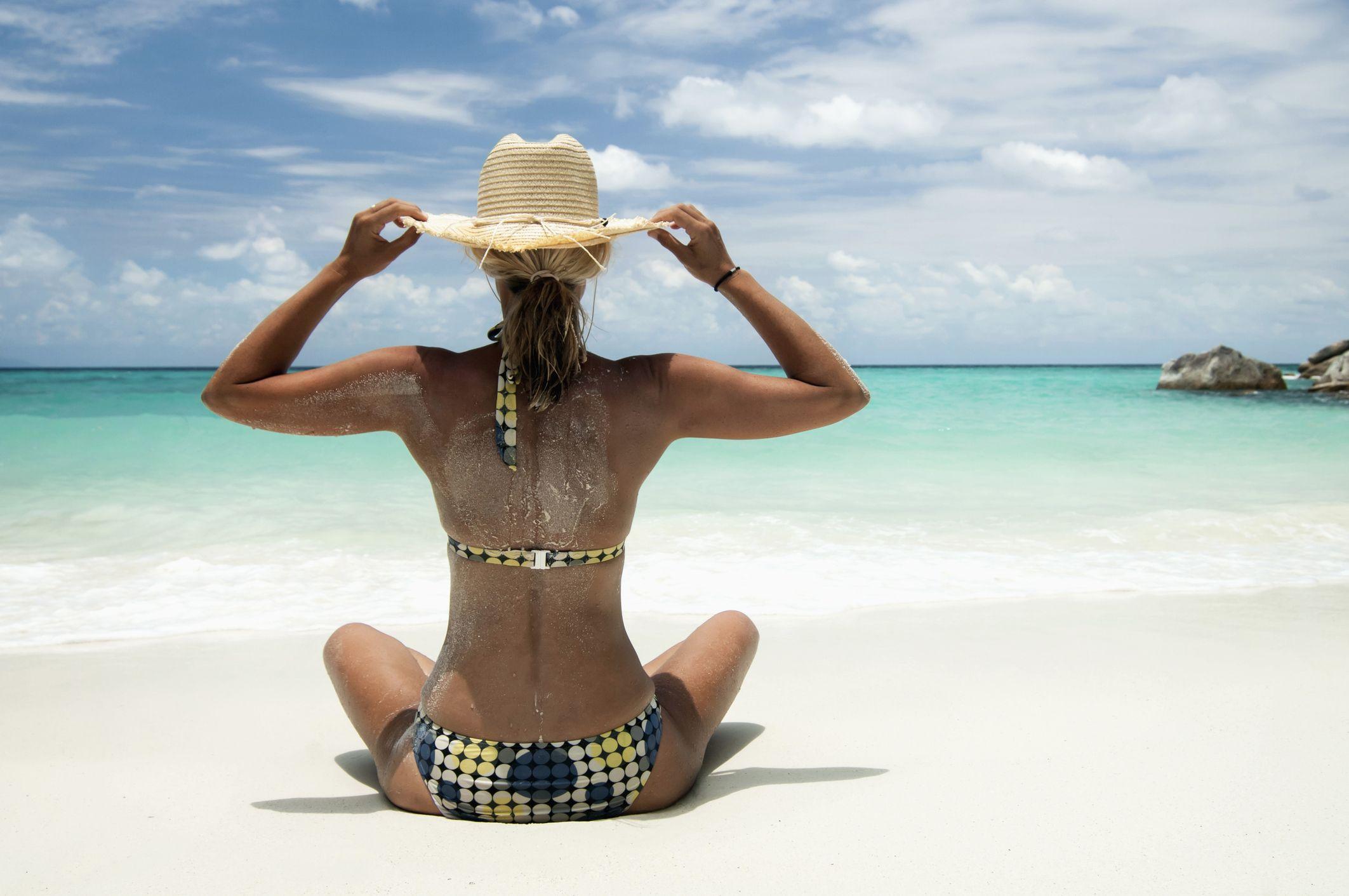 Con la testa in vacanza  i consigli per la cura dei capelli al mare 599cf7a57521