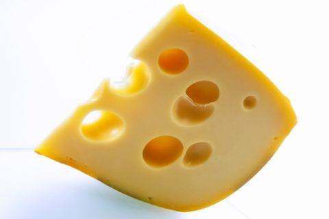 """<p><strong data-redactor-tag=""""strong"""">Ingredienti</strong></p><ul> <li>lattuga (o altre insalate)</li> <li></li> <li>80 gr di formaggio gruviera</li> <li>2 uova sode</li> <li>2 carote</li> <li>un pomodoro</li> <li>olio extravergine d'oliva</li> <li>sale e pepe</li> <li>succo di limone</li> </ul><p><strong data-redactor-tag=""""strong"""">Preparazione</strong></p><p>Prepara il condimento mescolando l'olio, il succo di limone, il&nbsp;sale e il&nbsp;pepe. Metti in un piatto&nbsp;il resto degli ingredienti (tagliando il formaggio, le uova, il pomodoro e le carote) e condisci.</p>"""