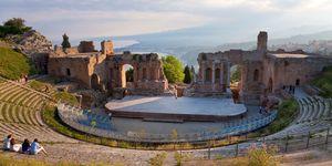 Vacanze in Sicilia: il teatro greco di Taormina