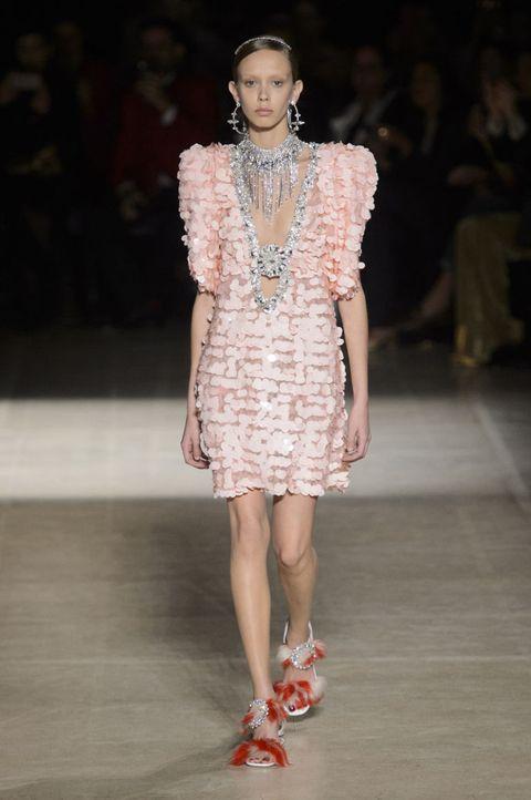 Outfit invitata matrimonio inverno, idee di stile