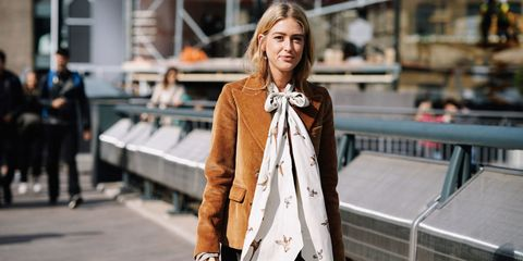 Street fashion, Clothing, Fashion, Outerwear, Coat, Trench coat, Overcoat, Blazer, Neck, Jacket,