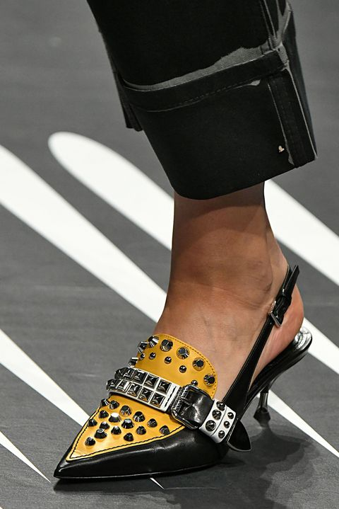 Le scarpe firmate primavera estate 2018 che ci fanno (già) innamorare 36db5d91be2