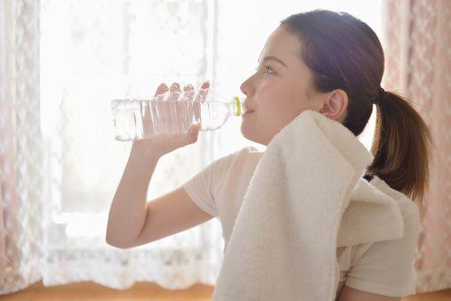 Anche l'acqua è importante. Essere idratati è essenziale per non sentire la fatica e per trovare l'energia necessaria per affrontare la giornata.