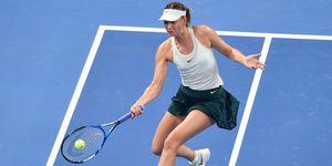 Maria Sharapova ha scritto un libro, Unstoppable, in cui non riesce a confessare una semplice verità: Serena Williams l'ha battuta sul campo da tennis 19 volte di seguito perché è più forte.
