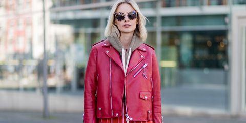 new style 9aa93 087d3 Il chiodo di pelle, quest'autunno, si porta rosso: 5 motivi ...