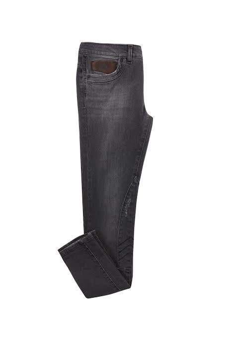 "<p>Skinny jeans modello amazzone: <strong data-redactor-tag=""strong"" data-verified=""redactor"">La Martina</strong></p>"
