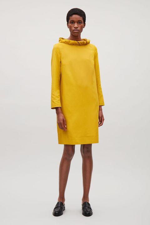 vestiti da cerimonia giallo senape di Cos