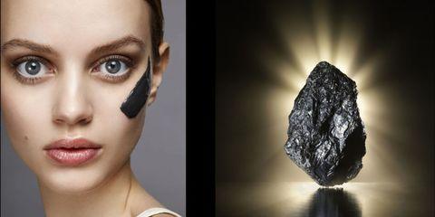 Sai perché i cosmetici al carbone vanno bene anche per te? Scopri le novità detox