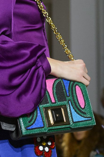 borsetta-con-catena-moda-donna-inverno-2018-Andrew-gn