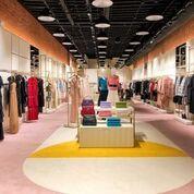 Boutique, Ceiling, Outlet store, Interior design, Fashion, Building, Footwear, Design, Retail, Room,