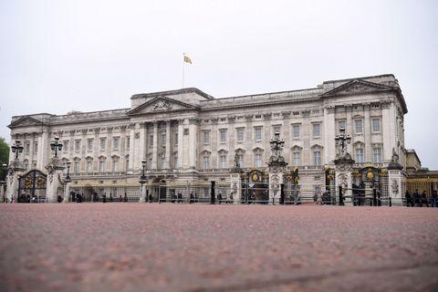Le case in cui vive la regina elisabetta i suoi 6 for Quanto costa la corona della regina elisabetta