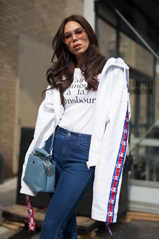 t-shirt bianca e jeans come indossarla nella moda 2018