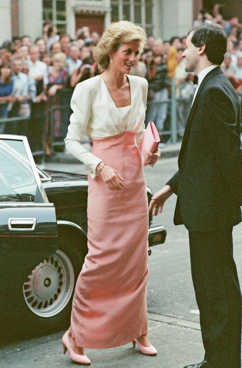 343d6874a40d Lady Diana icona di stile  un vestito d archivio diventa un oggetto ...