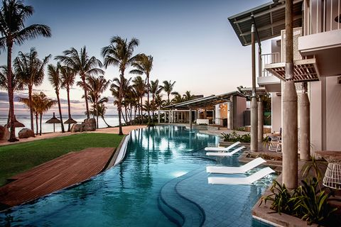 Swimming pool, Resort, Property, Building, Real estate, Home, House, Water, Vacation, Estate,