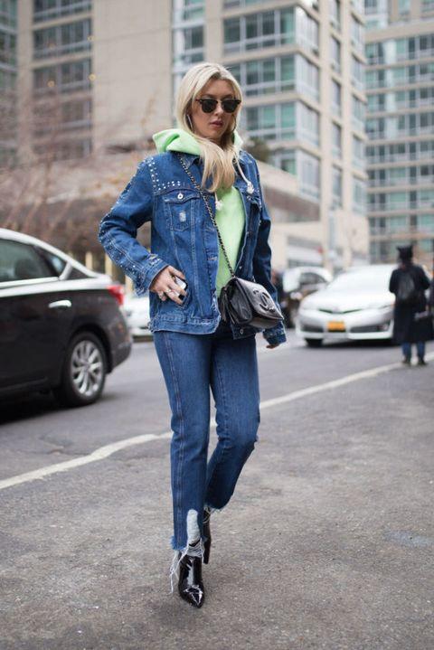 e52afca134 Come indossare il giubbotto di jeans questa primavera estate 2018 ...