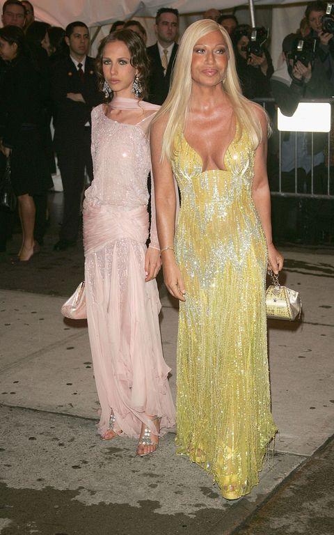 sale retailer 26b2a a61e0 Chi è Allegra Versace, la figlia di Donatella Versace