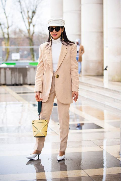 d1464cecd0 Forte con un outfit tinta unita può andare bene anche con vestiti dalle  stampe geometriche.