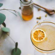 Liquid, Citrus, Fruit, Ingredient, Drink, Produce, Amber, Natural foods, Citric acid, Tangerine,