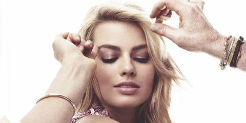 Finger, Skin, Hand, Wrist, Eyelash, Nail, Style, Beauty, Fashion accessory, Fashion model,