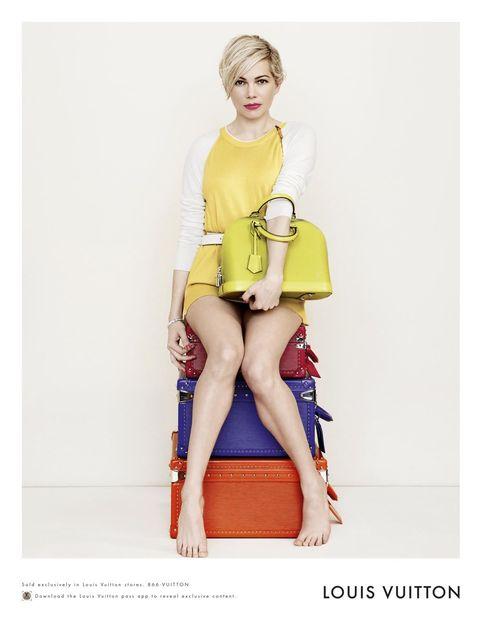 Human, Human body, Shoulder, Human leg, Joint, Sitting, Style, Knee, Dress, Bag,