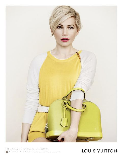 Sleeve, Human body, Shoulder, Hand, Joint, Style, Sitting, Fashion, Bag, Shoulder bag,