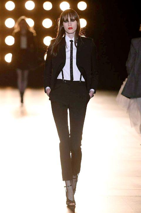 Fashion show, Outerwear, Style, Fashion model, Light, Blazer, Knee, Runway, Fashion, Street fashion,
