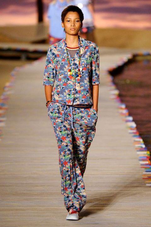 Human body, Jewellery, Style, Street fashion, Pattern, Fashion show, Fashion, Neck, Electric blue, Waist,