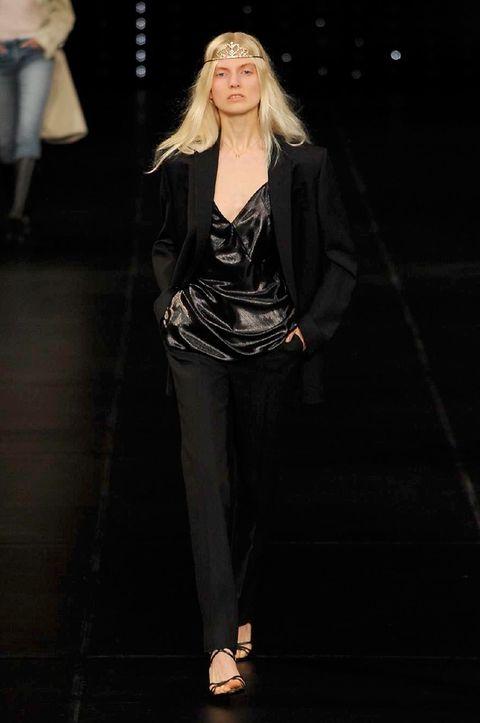Shoulder, Joint, Outerwear, Style, Street fashion, Fashion model, Fashion, Black, Knee, Sandal,
