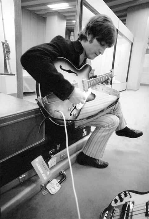 John Lennon, 1966, Tokyo