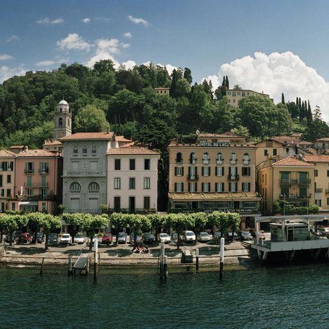 Water, Tree, Waterway, Bank, Lake, Channel, Watercraft, Resort town, Resort, Water transportation,