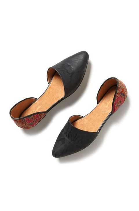 Footwear, Brown, Product, Tan, Fashion, Maroon, Beige, Fawn, Fashion design, Synthetic rubber,
