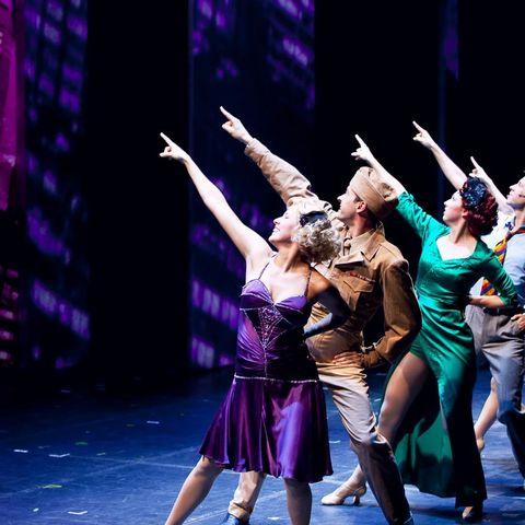 Entertainment, Performing arts, Dancer, Concert dance, Artist, Performance, Purple, Choreography, Stage, Performance art,