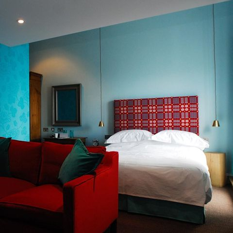 Bed, Room, Lighting, Interior design, Green, Wall, Property, Textile, Bedding, Furniture,