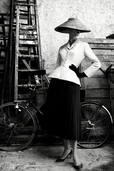 Wheel, Tire, Bicycle wheel rim, Bicycle wheel, Hat, Bicycle tire, Shoe, Ladder, Spoke, Bicycle,