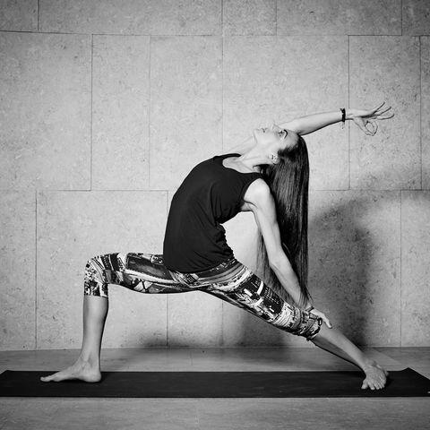 Human leg, Elbow, Wrist, Knee, Physical fitness, Calf, Waist, Exercise, Active pants, Foot,
