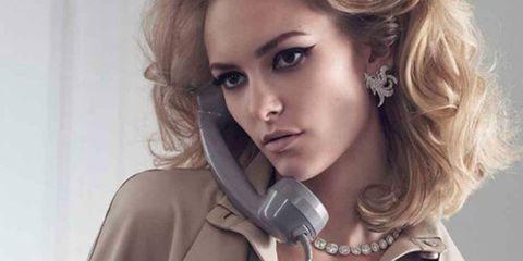 Nose, Hairstyle, Audio equipment, Collar, Eyelash, Beauty, Blond, Earrings, Audio accessory, Blazer,