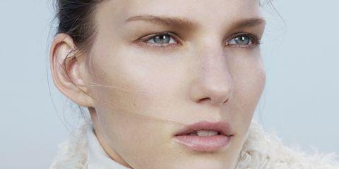 Hair, Face, Nose, Ear, Lip, Cheek, Eye, Hairstyle, Skin, Chin,