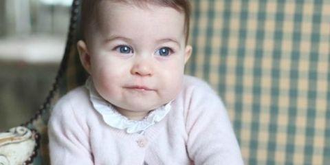 Ear, Nose, Eye, Textile, Sitting, Comfort, Child, Baby & toddler clothing, Plaid, Pattern,